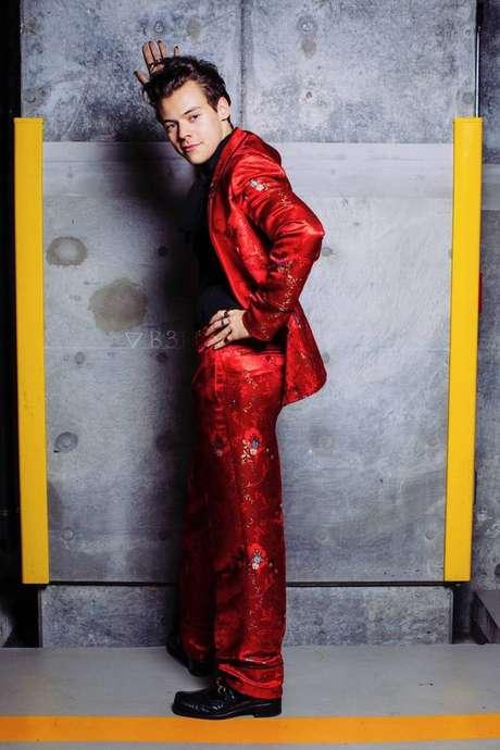 Harry Styles usando terno sob medida da Gucci