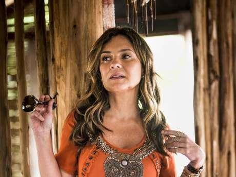 Na novela 'Segundo Sol', por conta do desacato à autoridade, Laureta (Adriana Esteves) será presa: 'Até parece que você é autoridade, quenga!'