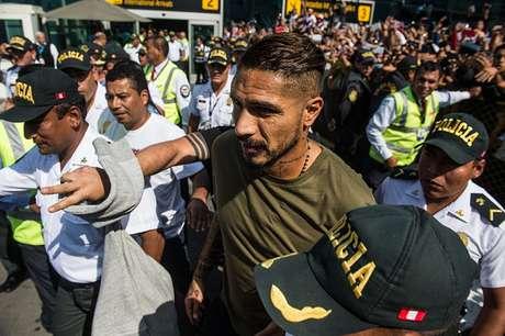 Paolo Guerrero tenta disputar sua primeira Copa do Mundo