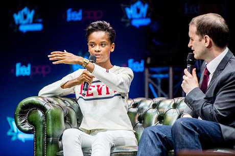 Letitia Wright, que interpreta Shuri, durante a London Comic Con de 2018