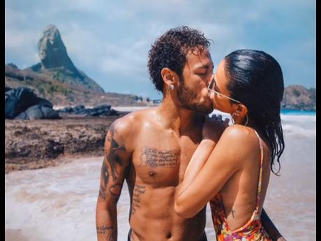 Bruna Marquezine quer estar pertinho de Neymar durante a Copa do Mundo
