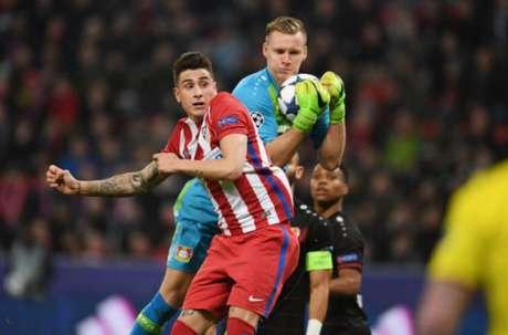 Giménez está na mira do rival Real (Foto: PATRIK STOLLARZ / AFP)