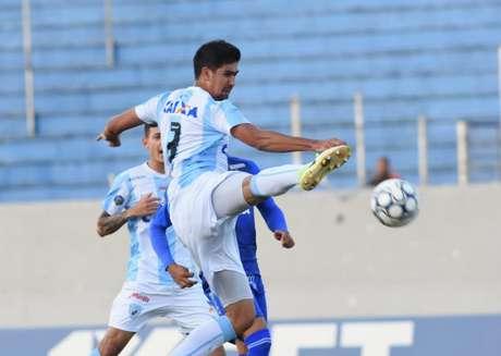 Zagueiro Leandro Almeida é uma das apostas do Londrina para voltar a vencer na Série B (Divulgação/ Londrina)