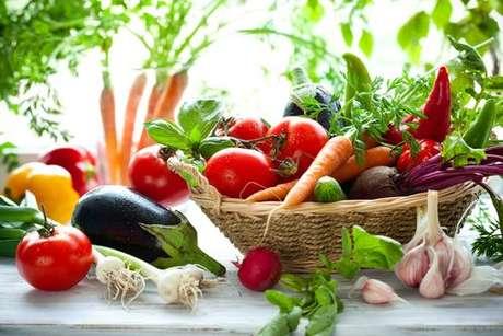 Dieta equilibrada evita a deficiência de vitaminas e minerais