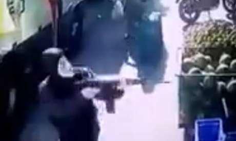 Um dos criminosos usava uma máscara do Guy Fawkes
