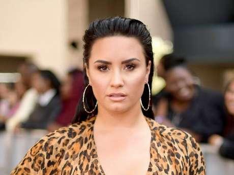 Demi Lovato faz brincadeira com segurança que desagrada fãs
