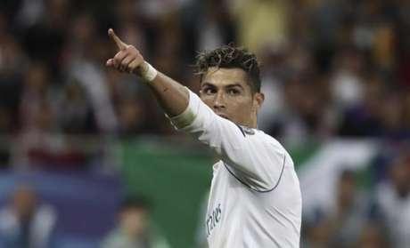 Mãe de Cristiano Ronaldo diz que prefere o Manchester United ao PSG (Foto: Isabella Bonoto / AFP)