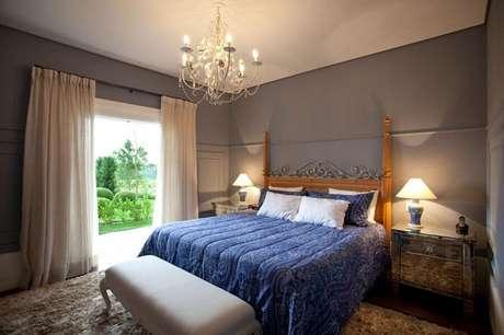 20. Decoração com lustres para quarto com design sofisticado
