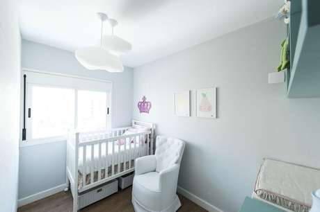 21. Modelo de lustres para quarto em formato de nuvem, perfeito para decorar o quarto do bebê