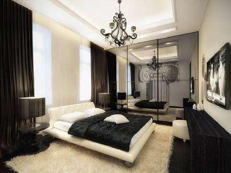 24. Decoração preta e branca com lindo lustres para quarto moderno