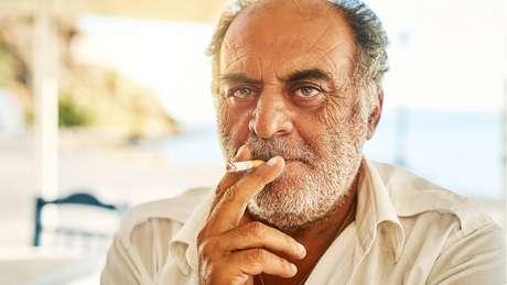 Mais de 50% dos homens gregos fumam regularmente