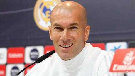 Zidane, que comunicou a decisão na quarta-feira ao presidente do Real e ao capitão Sergio Ramos antes de anunciá-la, assegurou também que não pretende treinar um outro clube na próxima temporada europeia.