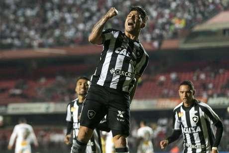 Leonardo Valencia comemora seu gol durante o jogo entre São Paulo x Botafogo, válido pela oitava rodada do Brasileião 2018, que acontece nessa quarta-feira (30), no Estádio do Morumbi, Zona Sul de São Paulo.