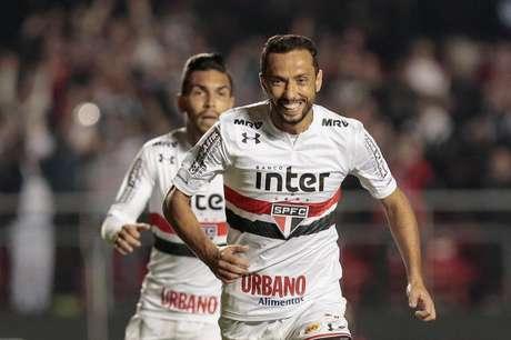 Nenê comemora gol contra o Botafogo