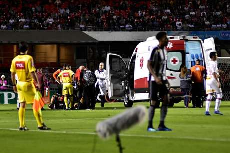 João Pedro sai de ambulância no jogo entre São Paulo e Botafogo