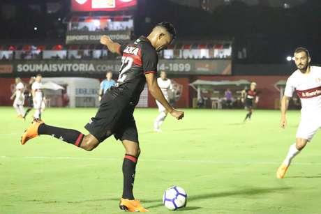Wallyson, autor do gol de empate do Vitória