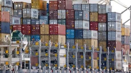 Sobretaxas americanas foram respondidas com tarifas sobre produtos importados dos EUA, em uma escalada da guerra comercial
