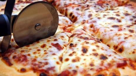 Canadá planeja aumentar tarifas de diversos bens de origem americana, incluindo pizzas prontas