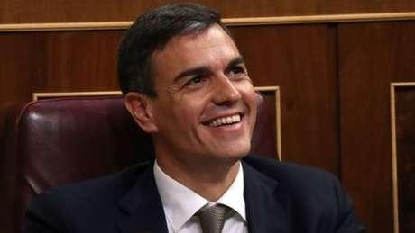 Pedro Sánchez terá que governar sem maioria no Parlamento