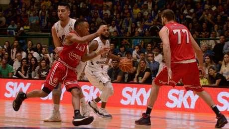 Paulistano derrota o Mogi e é campeão do NBB 10 (Foto: Caio Rocha/Fotoarena)
