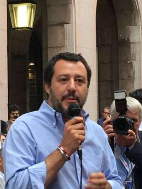 """Salvini promete revisar """"para melhor"""" acordos de imigração"""