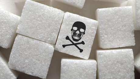 Consumir açúcar em excesso pode ser prejudicial à saúde, mas os adoçantes artificiais são a solução?