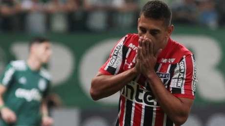 São Paulo de Diego Souza criou chances para matar o clássico ainda no primeiro tempo (Ricardo Moreira/Fotoarena)