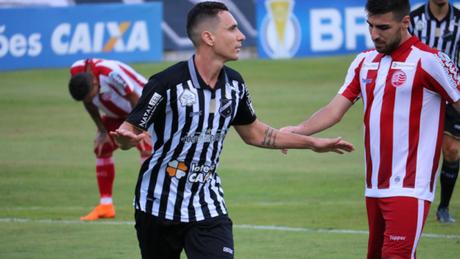 Aniversariante do dia Higor Leite fez o gol que abriu o placar em Natal (Foto: Augusto César Gomes)