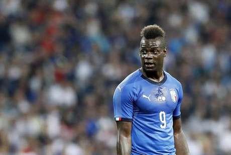 Alvo de racismo, Balotelli pede que Itália 'seja mais aberta'