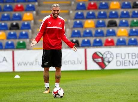 Behrami treina com seleção da Suíça  2/9/2017     REUTERS/Ints Kalnins