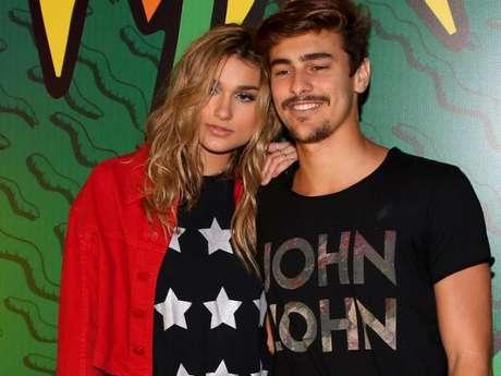 Sasha Meneghel e Bruno Montaleone posam para foto