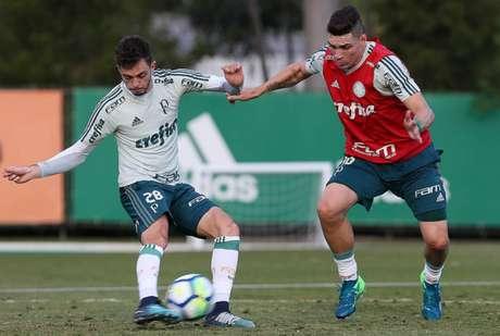 Hyoran e Moisés durante treino do Palmeiras - FOTO: Cesar Greco/Palmeiras