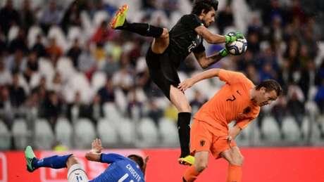 No Amistoso Dos Fora Da Copa Italia E Holanda Empatam Chile Bate Servia