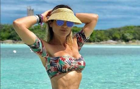 Aos 43 anos Flavia Alessandra exibe corpo em foto