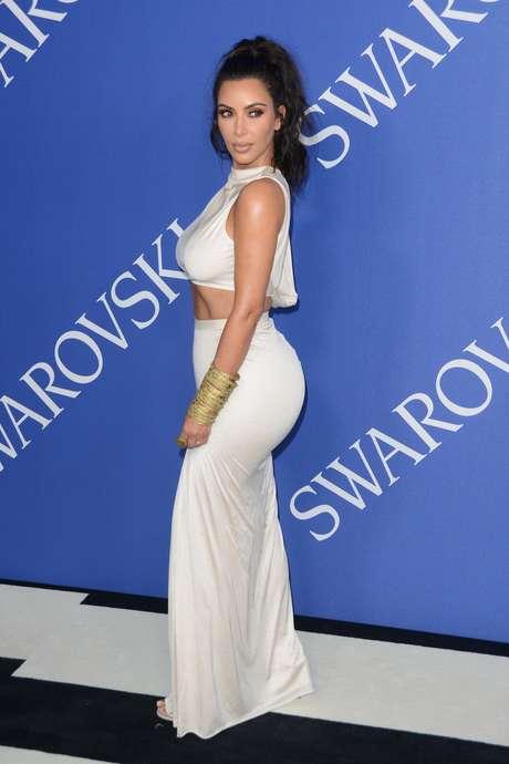 Kim Kardashian ironiza ao receber prêmio de moda