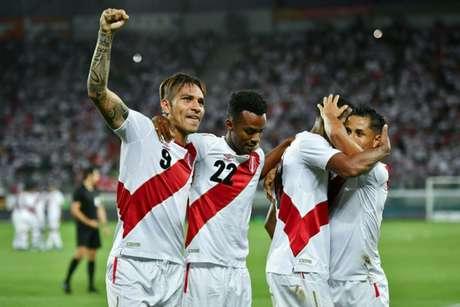Fifa faz exame anti-doping surpresa em treino da seleção peruana (Foto: AFP)