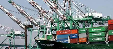 Comissão Europeia planeja inicialmente introduzir tarifas sobre importações americanas no valor de 2,8 bilhões de euros
