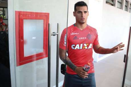 Miguel Trauco vai trocar o Flamengo pela Europa, depois da Copa do Mundo (Divulgação)