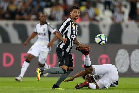 Kieza em Botafogo x Ceará pela 10ª rodada do Campeonato Brasileiro