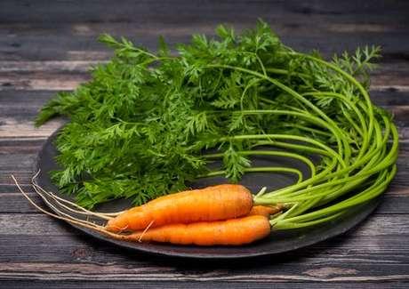 Benefícios das folhas das cenouras