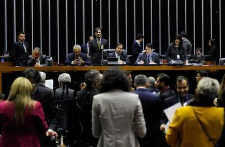 Ordem do dia para discussão e votação de diversos projetos no Plenário da Câmara dos Deputados