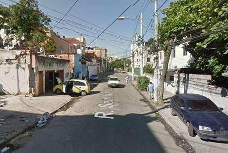 Policiais foram acionados após o roubo de um veículo na rua Senador Nabuco, na Vila Isabel, zona norte do Rio