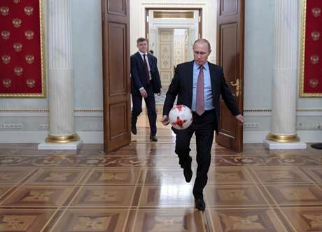 Presidente da Rússia, Vladimir Putin, durante encontro com presidente da Fifa, Gianni Infantino, no Kremlin 25/11/2016 Sputnik/Alexei Druzhinin/Kremlin via REUTERS