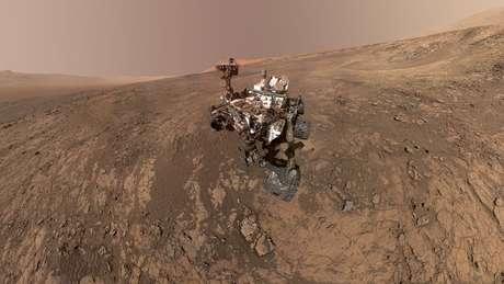 Sonda Curiosity, da Nasa, tira foto de si mesma em superfície de Marte 07/06/2018 Cortesia NASA/JPL-Caltech/MSSS/Divulgação via REUTERS