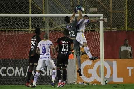 Vitória bateu a Chapecoense em casa por 1 a 0