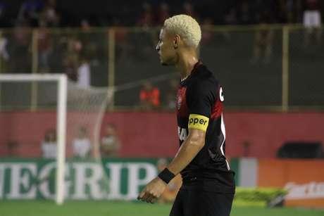 Capitão Neilton marcou o gol do triunfo dos rubro-negros