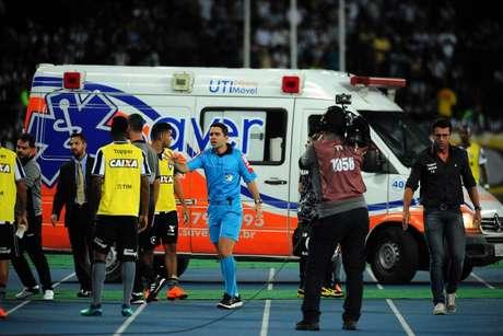 Jogador Yago, do Botafogo, foi atendido pela ambulância