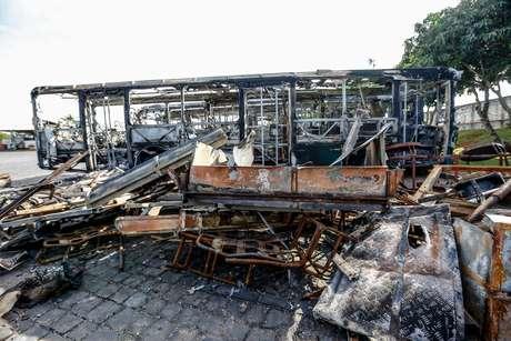Sobe para 61 ônibus queimados em Minas Gerais em ataques organizados pelo PCC