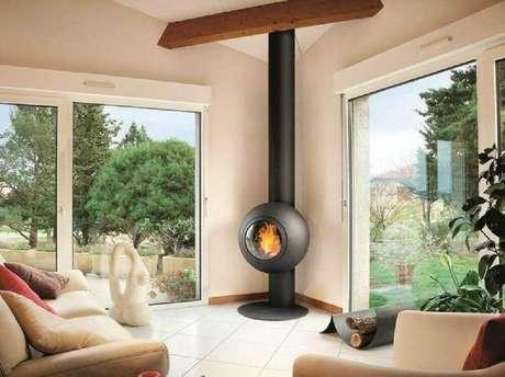 28. Ou as lareiras também podem trazer um toque moderno ao ambiente