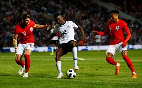 Joel Campbell domina a bola em amistoso entre Inglaterra e Costa Rica